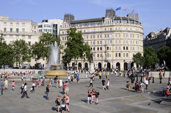 Tourists visiting trafalgar square london uk Stock Photos