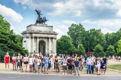 Tourists wait by the Wellington Arch, London Stock Images