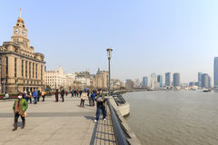 Tourists walking in the Bund, the most scenic spot in Shanghai. On background the most famous Chinese skyscrapers Stock Photo