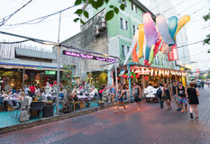 Tourists walking in the downtown of Bangkok Royalty Free Stock Images