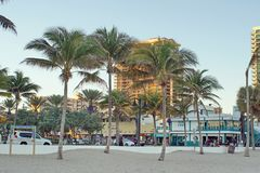 Tourists on the waterfront strip on Fort Lauderdale Beach royalty free stock photos