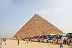 Tourits na grande pirâmide em Egito, Giza Fotos de Stock Royalty Free