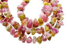 Tourmalinegemstonen pryder med pärlor halsbandsmycken Arkivbild