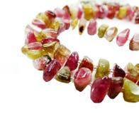 Tourmalinegemstonen pryder med pärlor halsbandsmycken Arkivbilder