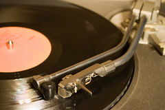 Tourne-disque avec l'enregistrement noir de lp photo stock