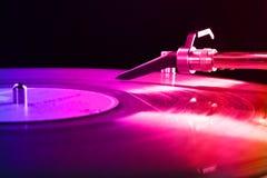 Tourne-disque avec le disque vinyle Images stock