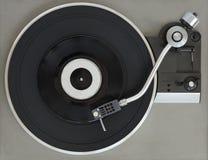 Tourne-disque de vintage avec le disque vinyle photographie stock libre de droits