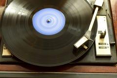 Tourne-disque de vintage avec le disque de vinyle, plan rapproché photos libres de droits