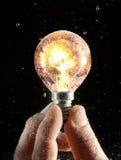 Tourner-sur l'ampoule sous l'eau Photographie stock libre de droits