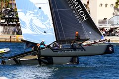 Tournez l'équipe de marée de formation de catamarans de ProAM 32 Photo stock
