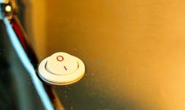 Tournez la lumière outre du concept, interrupteur de lampe électronique au coin à leur tour sur l'étape avec l'abat-jour orange s Photo stock