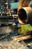 Tournez la machine dans un atelier, une partie du tour La machine de tour est opération sur l'atelier Image libre de droits