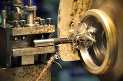 Tournez la machine dans un atelier, une partie du tour La machine de tour est opération sur l'atelier Image stock