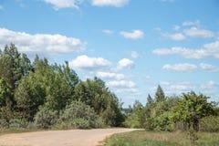 Tournez le chemin de terre de pays Photographie stock libre de droits