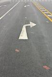 Tournez le symbole de circulation de flèche droite Photographie stock