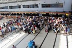 Tournez pour l'enregistrement à l'aéroport Antalya en juillet 2017 Photos libres de droits