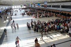 Tournez pour l'enregistrement à l'aéroport Antalya en juillet 2017 Images stock