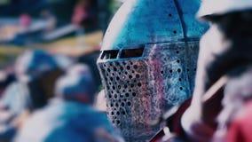 tournoi de #2 Chevalier avant le combat Homme dans l'armure de fer banque de vidéos