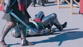 tournoi de #2 Le chevalier défait se trouve au sol et ne se lève pas clips vidéos