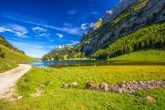 Tourquise elimina Seealpsee con le alpi svizzere, terra di Appenzeller, Svizzera Immagini Stock Libere da Diritti