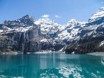 Tourquise stupefacente Oeschinnensee con le alpi svizzere Kandersteg Fotografia Stock Libera da Diritti