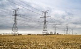 Tours électriques à haute tension de transformateur Photographie stock libre de droits