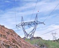 Tours électriques de transmission près de Parker Dam images stock