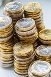 Tours avec - le plan rapproché ensemble empilé euro par pièces de monnaie images stock