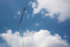 Tours, ciel et nuages de TV Images libres de droits