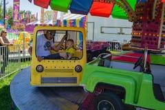 Tours de carnaval au festival annuel de cornouiller photographie stock libre de droits