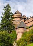 Tours de château de Haut-Koenigsbourg en Alsace Image libre de droits