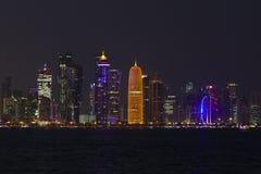 Tours de Doha la nuit image libre de droits