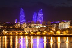 Tours de flamme à Bakou Photos stock