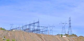 Tours de grille d'alimentation et de transmission chez Parker Dam photo stock