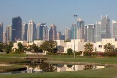 Tours de lacs Jumeirah à Dubaï photographie stock libre de droits