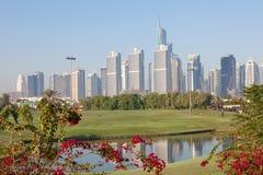 Tours de lacs Jumeirah à Dubaï image libre de droits