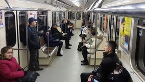 Tours de métro, la vue de l'intérieur banque de vidéos