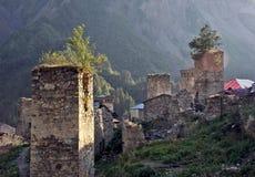 Tours de montagne dans Svaneti, la Géorgie Photos stock