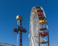 Tours de monte de parc d'attractions de personnes chez Santa Monica Pier photos libres de droits