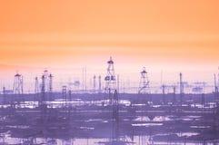 Tours de pétrole le début de la matinée Photo libre de droits