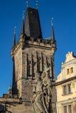 Tours de pont de Prague sur Charles Bridge images libres de droits