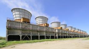 Tours de refroidissement d'une centrale électrique Photos libres de droits