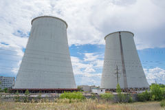 Tours de refroidissement de centrale électrique Images libres de droits