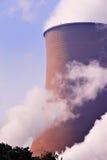 Tours de refroidissement de la centrale. Image stock
