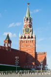 Tours de Spasskaya et de Tsarskaya Kremlin à Moscou Photos libres de droits