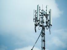 Tours de téléphone portable et système 3G et 4G Images libres de droits