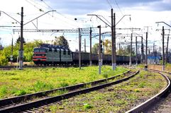 Tours de train sur le tissu de rail photos libres de droits