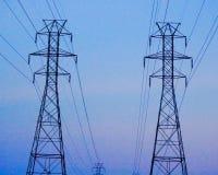 Tours de transmission de ligne électrique Image stock