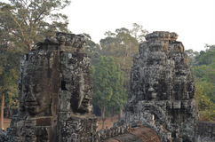 Tours de visage dans le temple Angkor Thom de Bayon Images stock