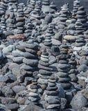 Tours des cailloux sur la plage Image stock